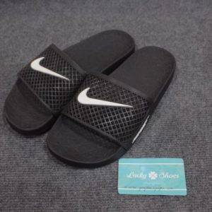 Dép Nike đen logo trắng