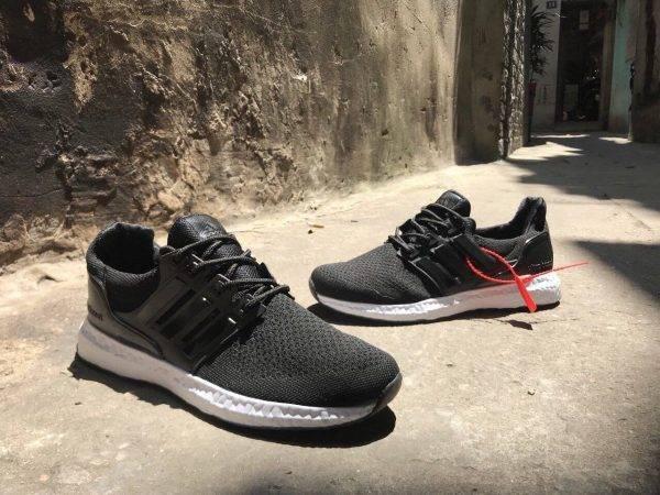 Giày Ultra Boost đen đế trắng