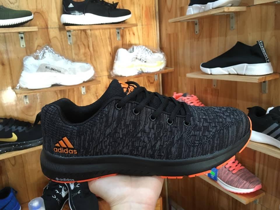 Giày Adidas full đen logo cam