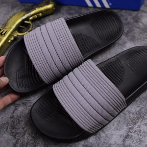 Dép adidas quai xám đế đen